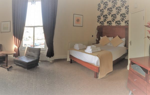 Deluxe Double Ensuite with Bath & Shower